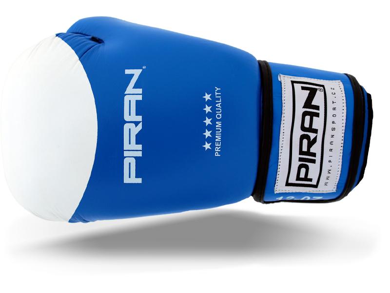 Široký pásek pro stažení ruky a zpevnění zápěstí, rukavice dobře sedí na ruce a napadá.