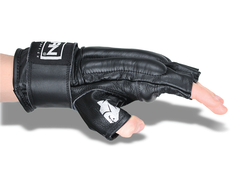 Široký pásek umožnuje stažení ruky na zápěstí, rukavice dobře sedí a nepadá.