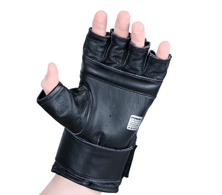 Struna pod prsty dobře vyplňuje dlaň a umožnuje dobré zpevnění ruky při sevření v pěst.