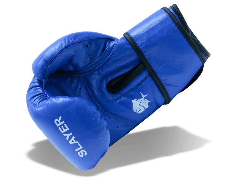 8 cm široký pásek zpevňuje zápěstí stažením kolem ruky a speciální stažení palce úzkým páskem pro jeho podporu.  Pomáhá chránit ruku před zraněním.  Rukavice dobře sedí na ruce a napadá.
