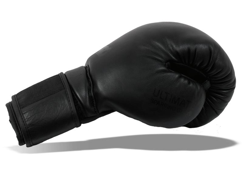 Palec přichycený k tělu rukavice snižuje případné zranění při zachycení rukavice o soupeře.  Anatomicky ručně před tvarovaná výplň dobře absorbuje energii úderu.