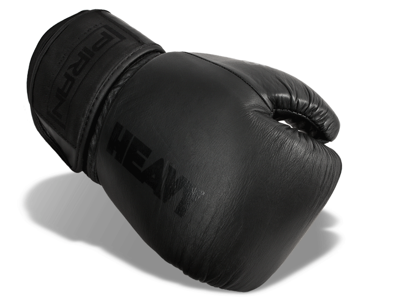 Kvalitní  kožené rukavice v celočerném trendy provedení.  Anatomicky před tvarovaná pytlovky dobře absorbuje energii úderu.