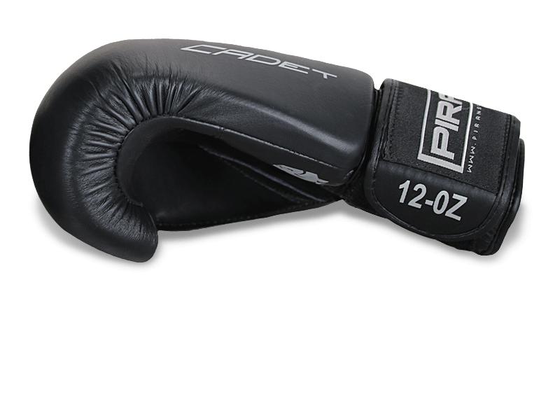 8 cm široký pásek na zápěstí umožnuje silné útažení rukavice na ruce a velice dobrou podporu zápěstí.
