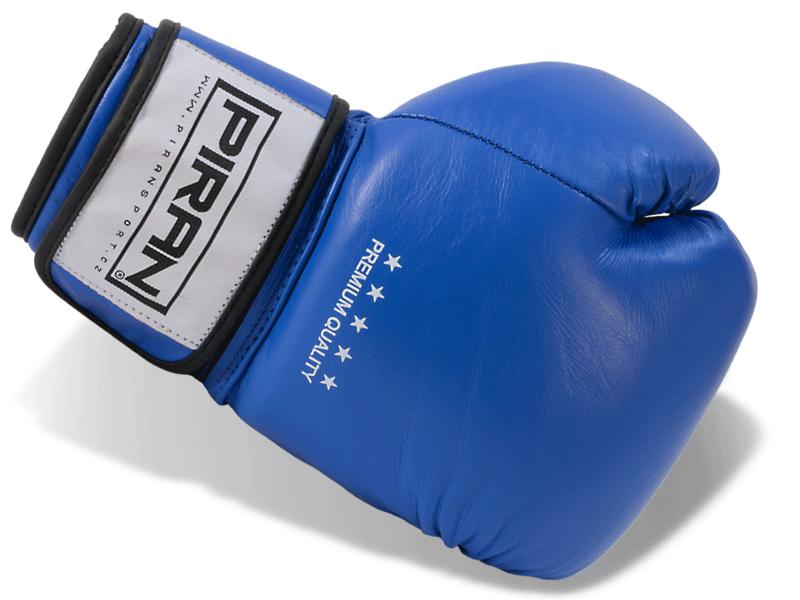 Kvalitní a profesionálně zpracované kožené rukavice moderního desingu.  Přišitý palec rukavice pro zabránění jeho poranění při nepovedeném úderu.