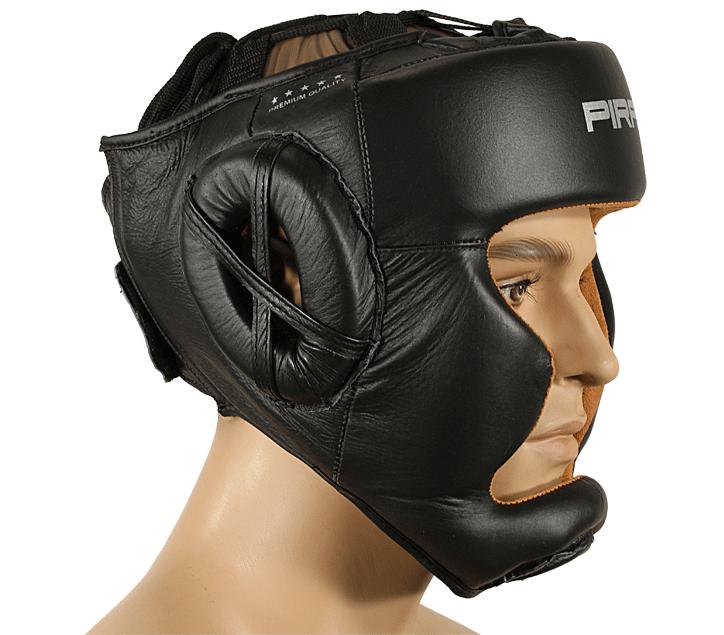 Kvalitní kožená helma se speciální kůží s chlupem uvnitř helmy. Skvěle sedí, dobře saje pot.  Vyztužené lícnice a brada. Pásek na temeni hlavy pomůže dotáhnout helmu tak, že se nepohne ani o milimetr.