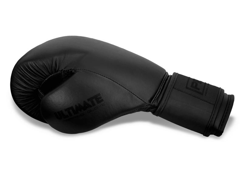 Palec přichycený k tělu rukavice snižuje případné zranění při zachycení rukavice o soupeře.