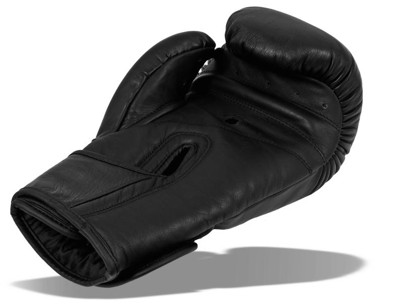 Malé průduchy na palci a pod prsty odvětrávají ruku ve špatně větratelných místech.  Větší průduch na dlani odvětrává střed rukavice a ve spojení s malými průduchy pod prsty umožňuje dobré odvětrání celé dlaně rukavice.