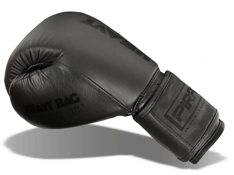 Krytý palec přichycený k tělu rukavice snižuje případné zranění při zachycení rukavice.